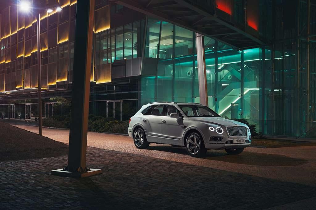 Фото Bentley Bentayga Hybrid