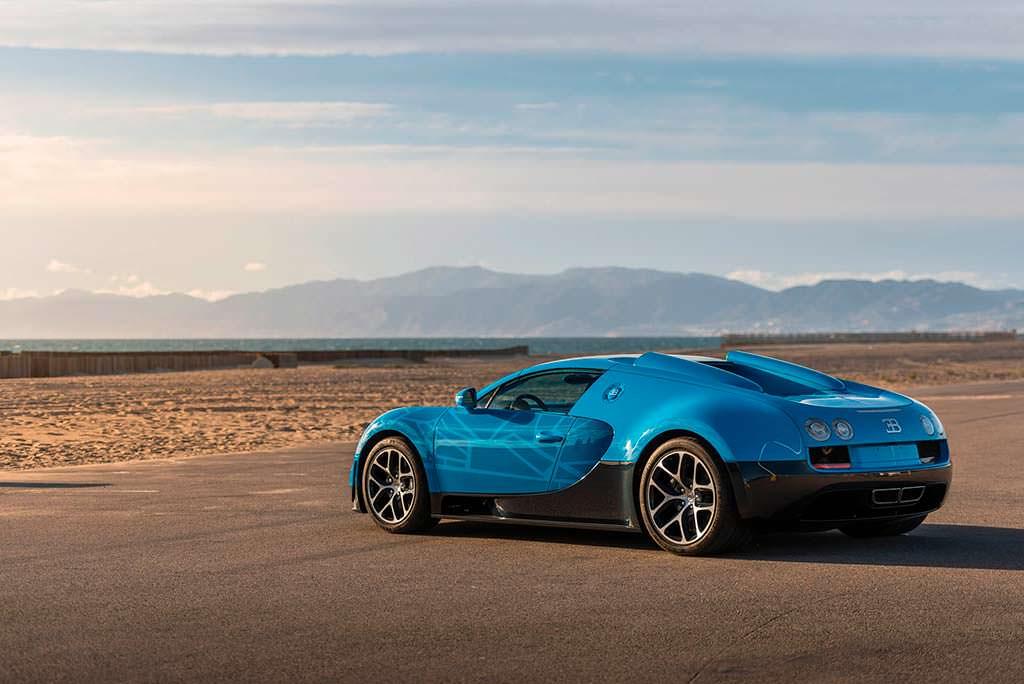 Bugatti Veyron в стиле Трансформеров