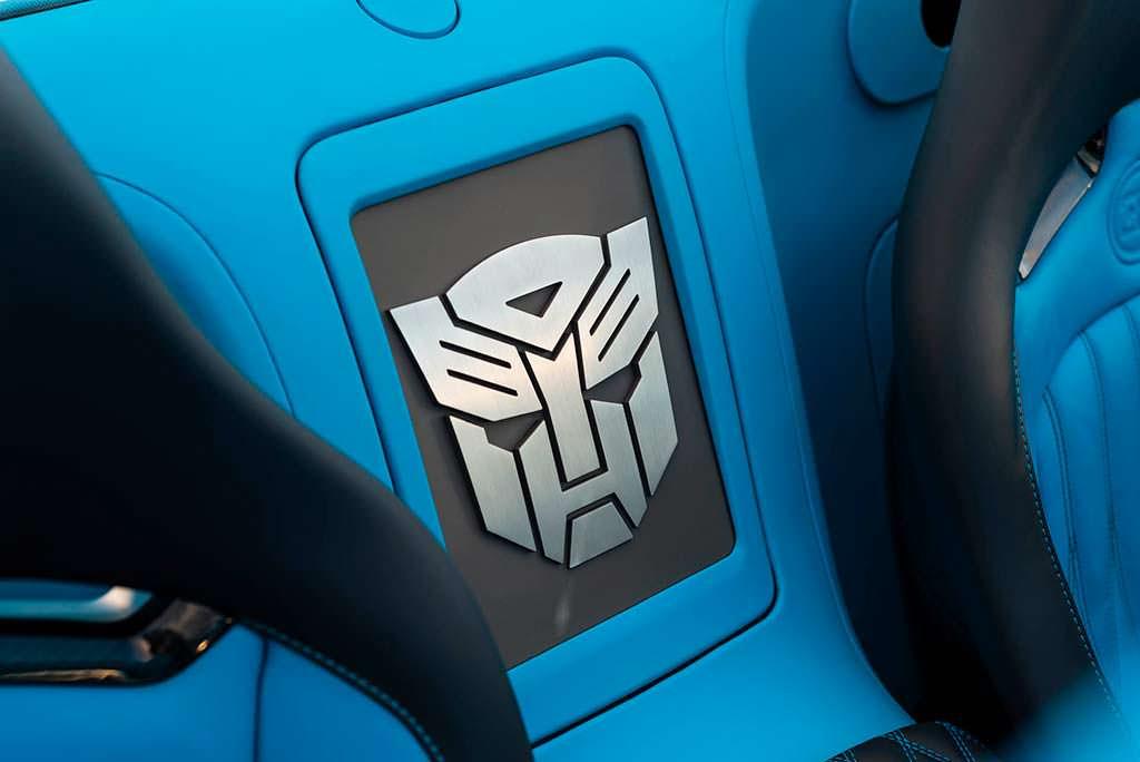Логотип Трансформеров в салоне Bugatti Veyron Roadster
