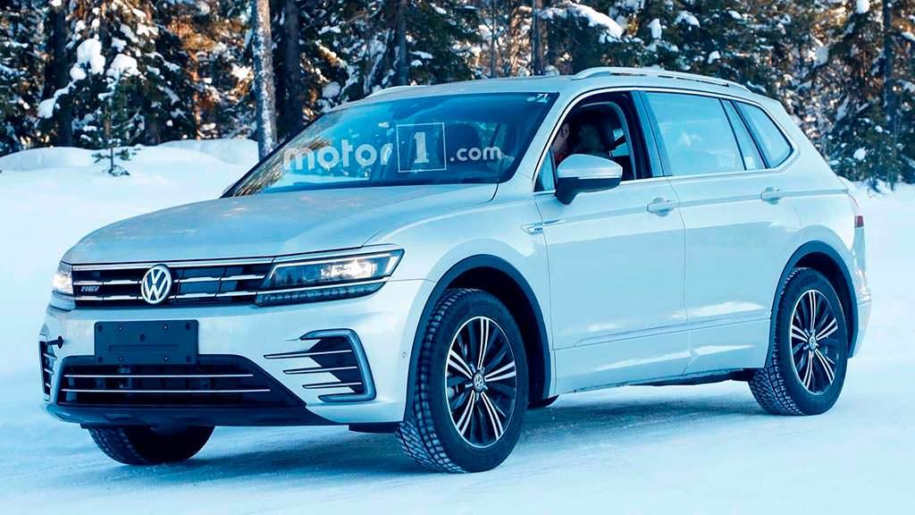 Фото шпионов Volkswagen Tiguan PHEV от Motor1.com