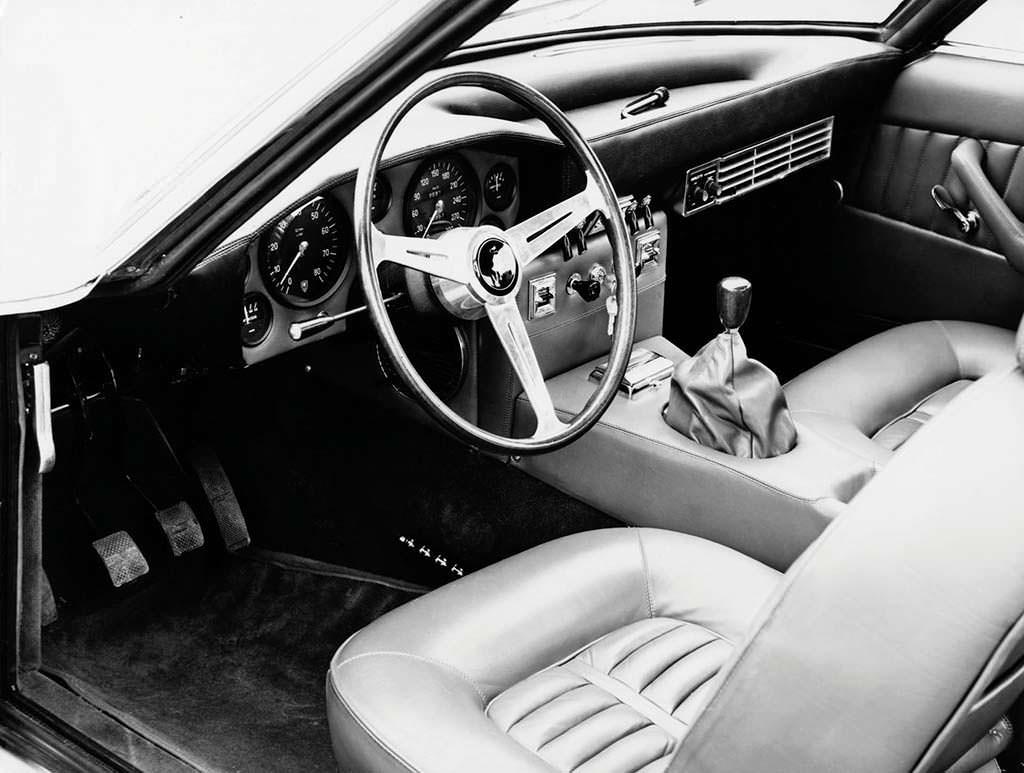 Фото салона Lamborghini Islero