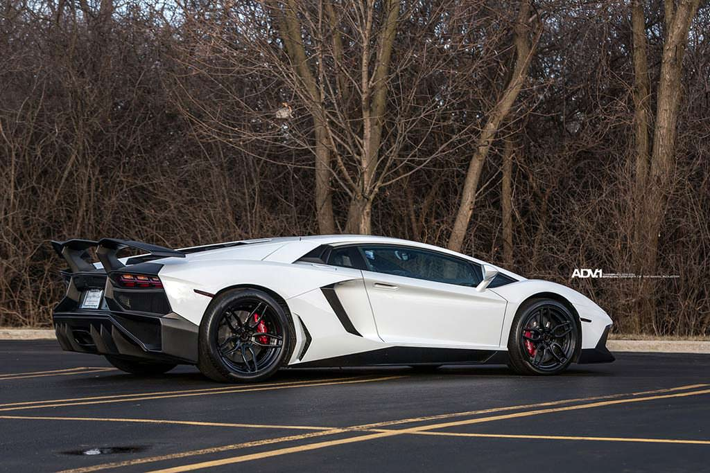 Суперкар Lamborghini Aventador SV от ADV.1 Wheels