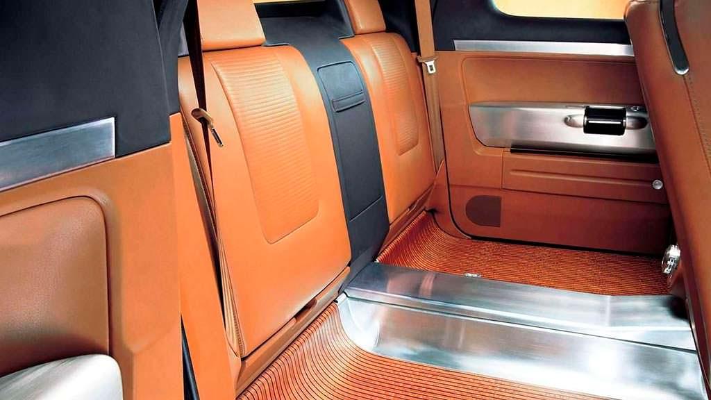 Задние складные сиденья в Volkswagen AAC 2000 года