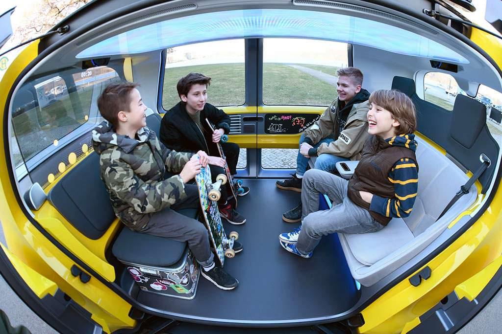 Четырехместный салон Volkswagen Sedric School Bus Concept