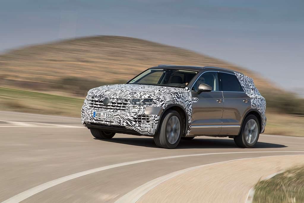 Большой внедорожник Volkswagen Touareg третьего поколения
