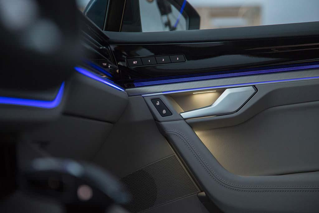 Светодиодное освещение в салоне Volkswagen Touareg 2019