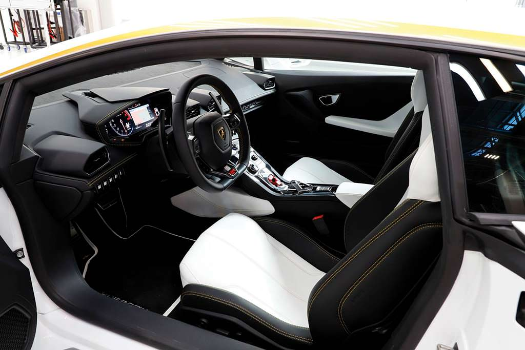 Салон суперкара Папы Римского Lamborghini Huracan LP580-2