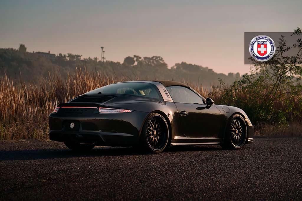 Чёрная Porsche 911 Targa 4 GTS. Колёса HRE 540 Series