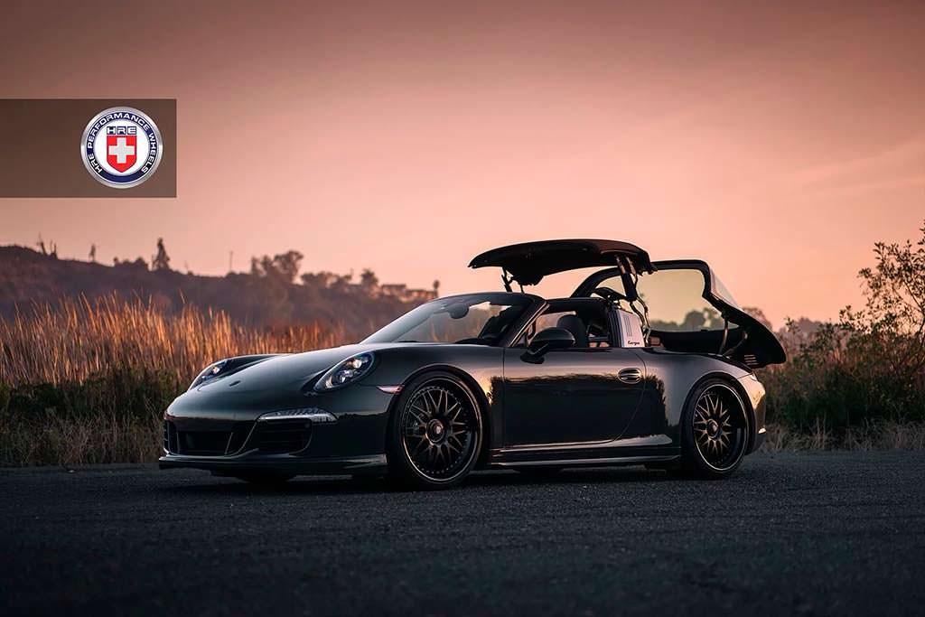 Чёрная Porsche 911 Targa 4 GTS на дисках HRE 540 Series