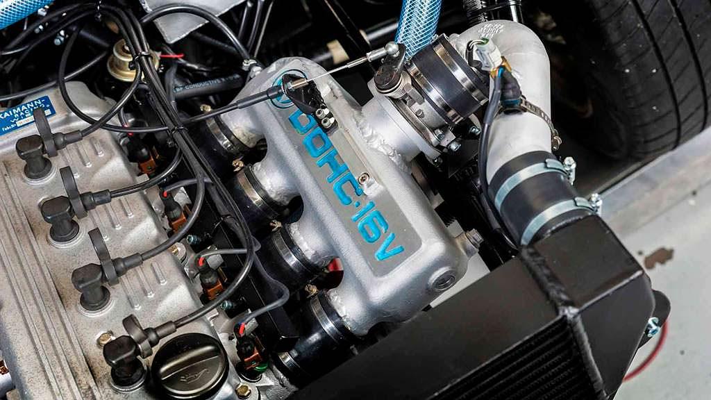 Один из двух двигателей Volkswagen Golf 1987