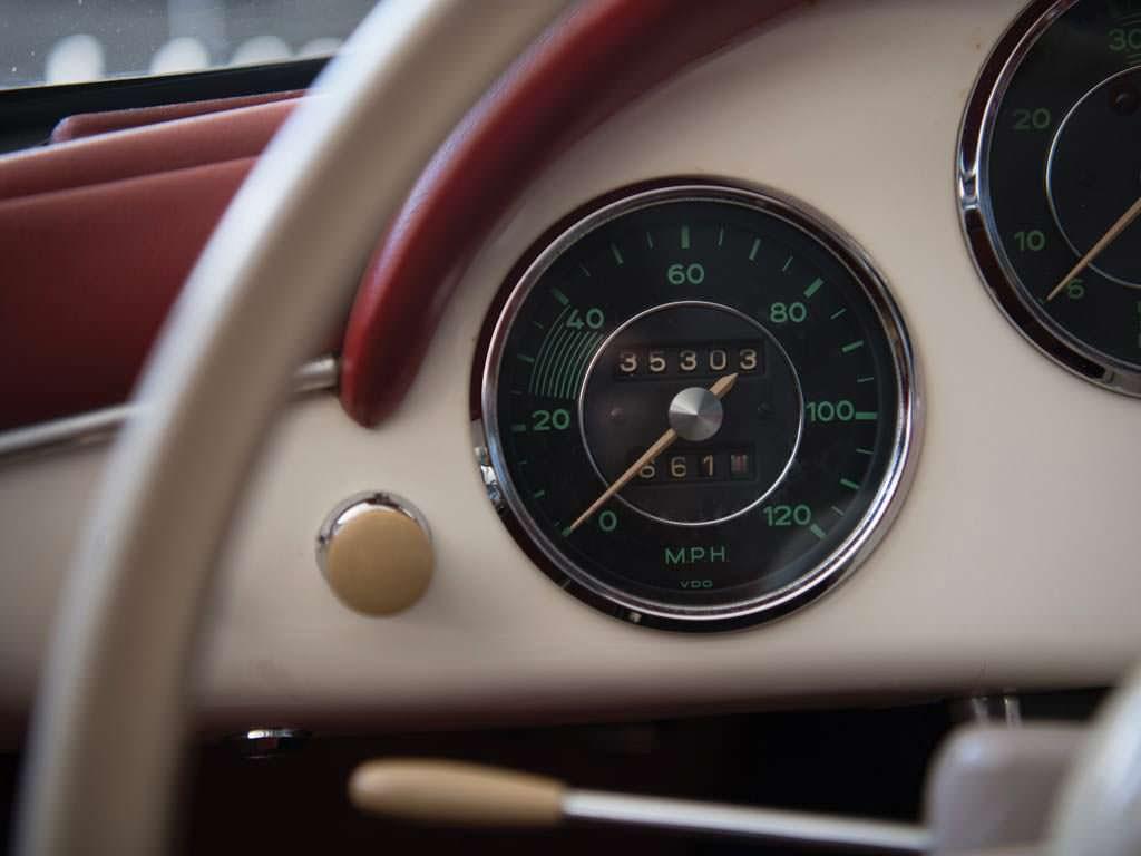 Пробег Porsche 356 A 1600 Speedster за 60 лет