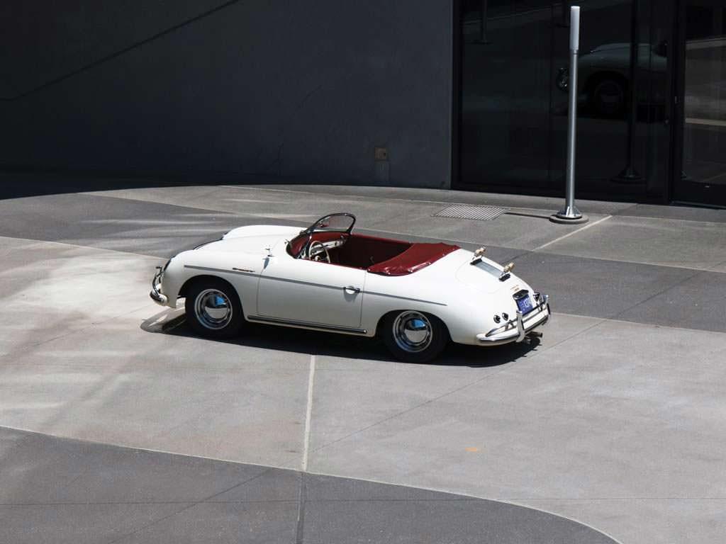 Белый Porsche 356 A 1600 Speedster 1956 года