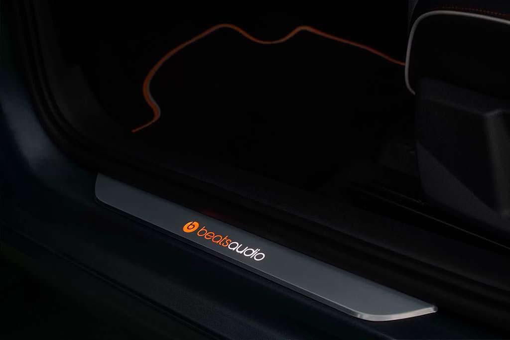Дверные пороги с подсветкой в SEAT