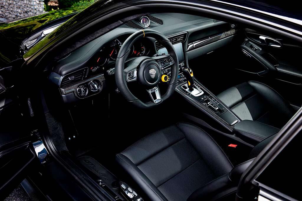 Фото салона Porsche 911 Turbo S GTsport от TechArt