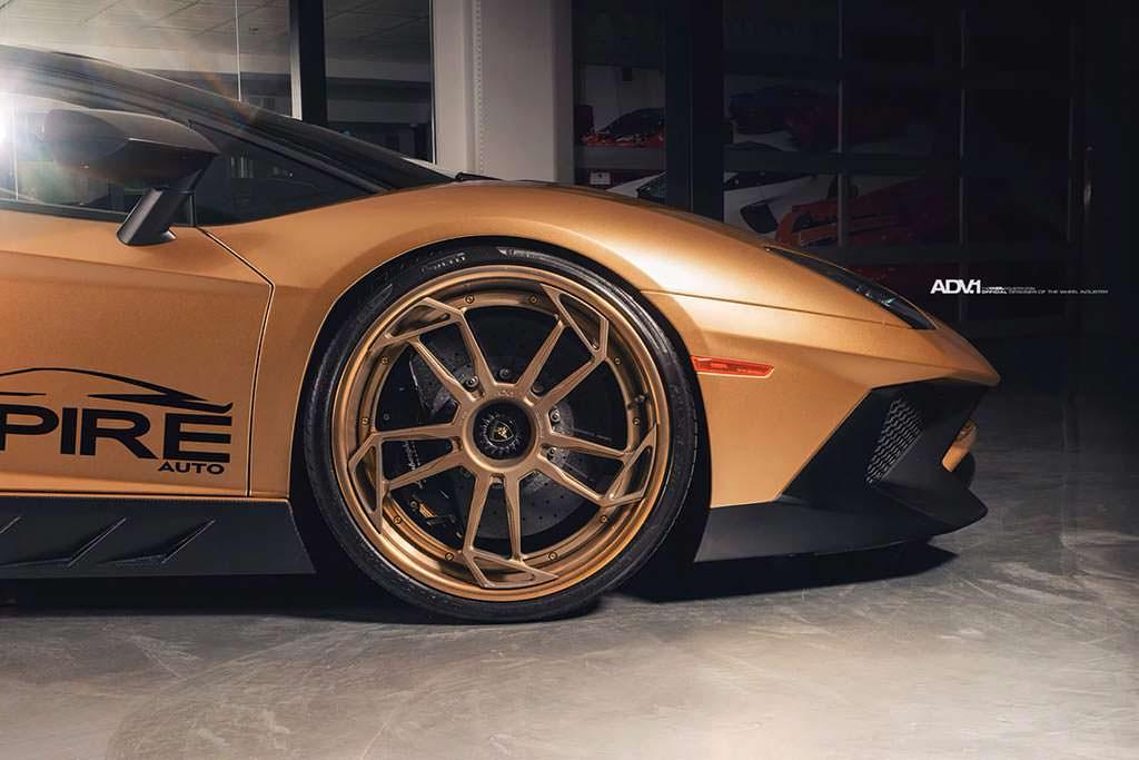 Lamborghini Aventador SV Roadster на колесных дисках ADV1