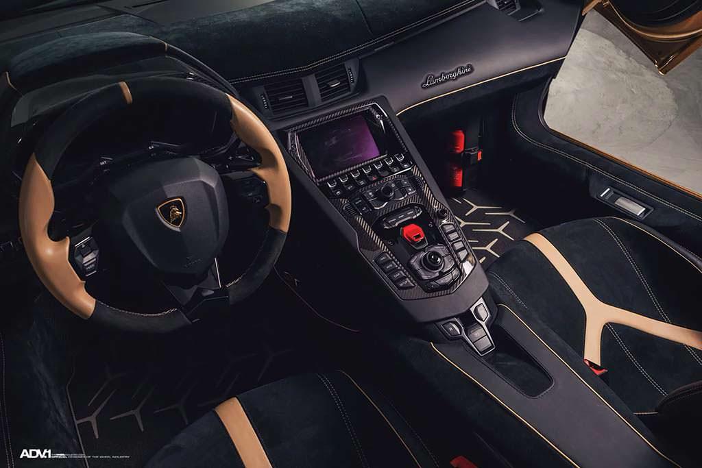 Интерьер Lamborghini Aventador SV Roadster