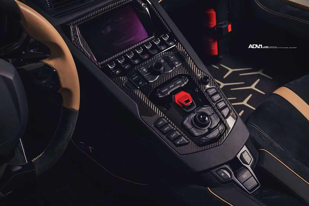 Приборная панель Lamborghini Aventador SV Roadster
