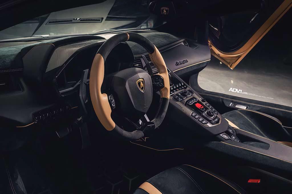 Фото салона Lamborghini Aventador SV Roadster