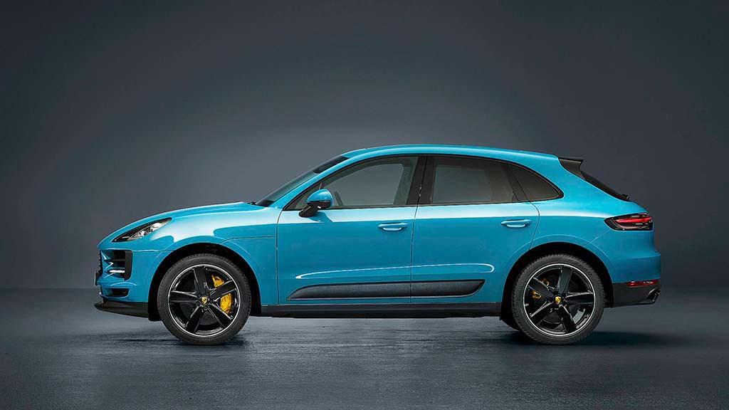 Porsche Macan цвета Miami Blue