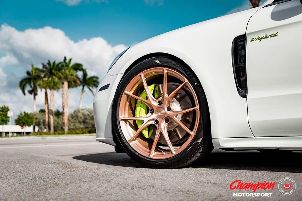 Золотистые колесные диски Vossen RS74