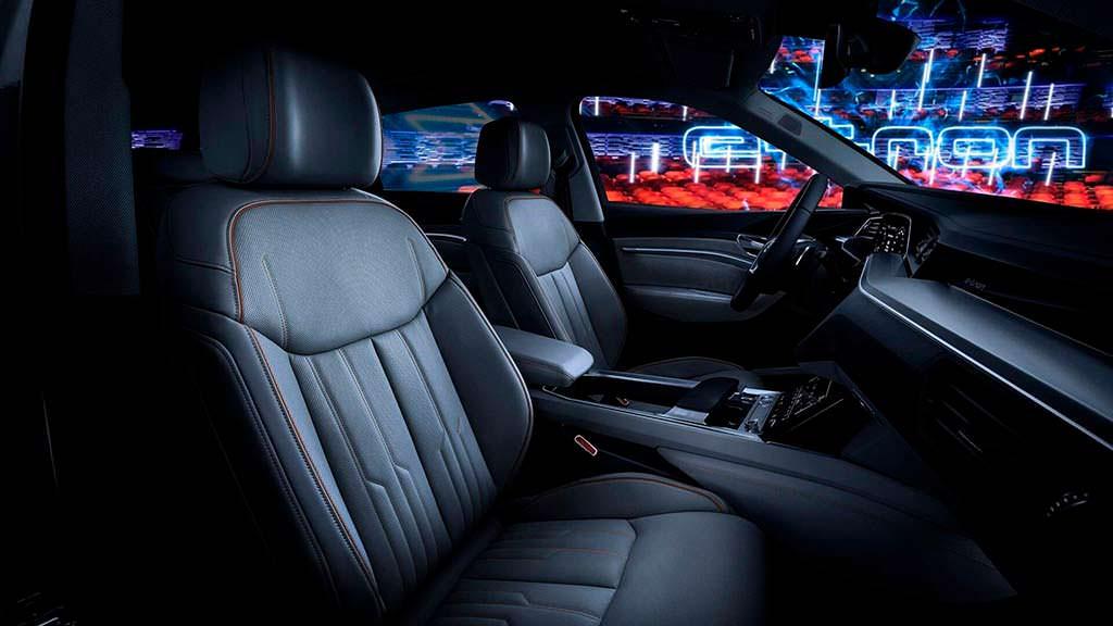 Сиденья в электромобиле Audi E-Tron