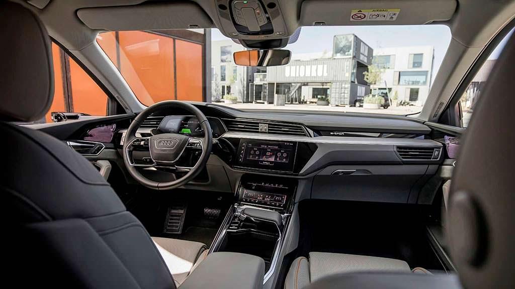 Фото внутри Audi E-Tron