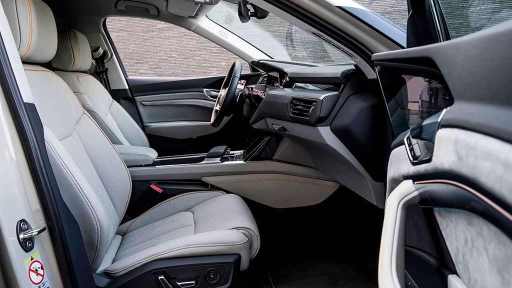 Электро-кроссовер Audi E-Tron внутри