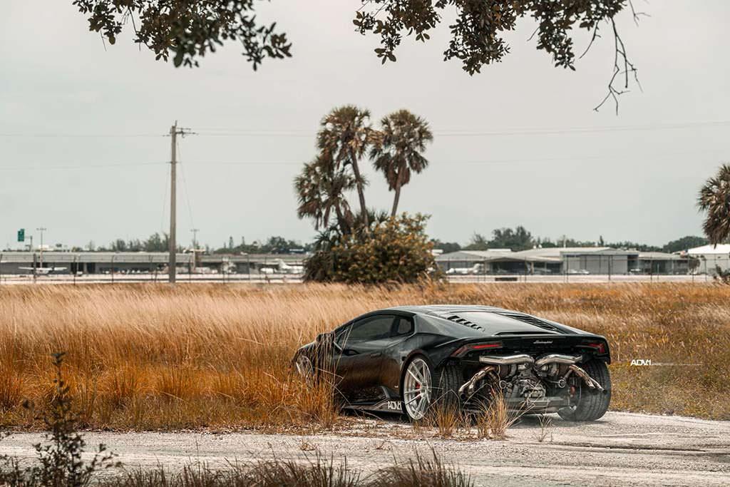 Черный Lamborghini Huracan