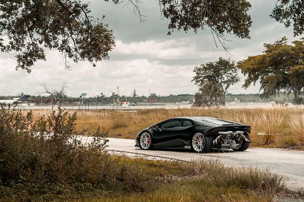 Черный Lamborghini Huracan. Тюнинг TR3 Performance