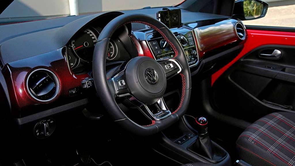 Фото салона Volkswagen Up! GTI от B&B Automobiltechnik