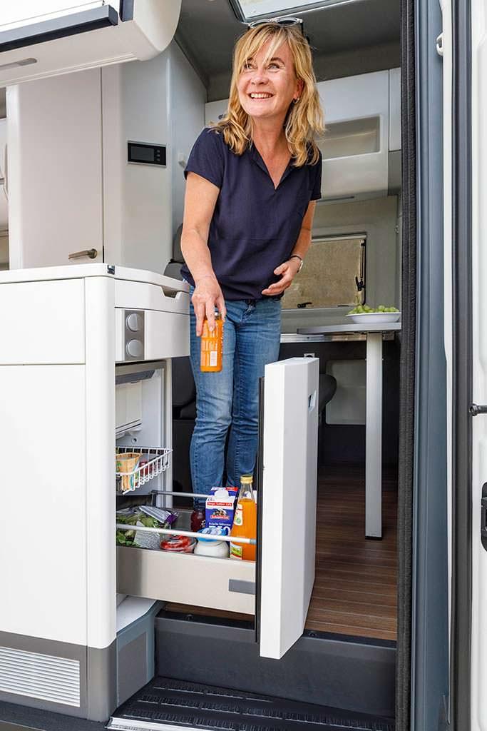 Холодильник на 70-литров в Volkswagen Grand California