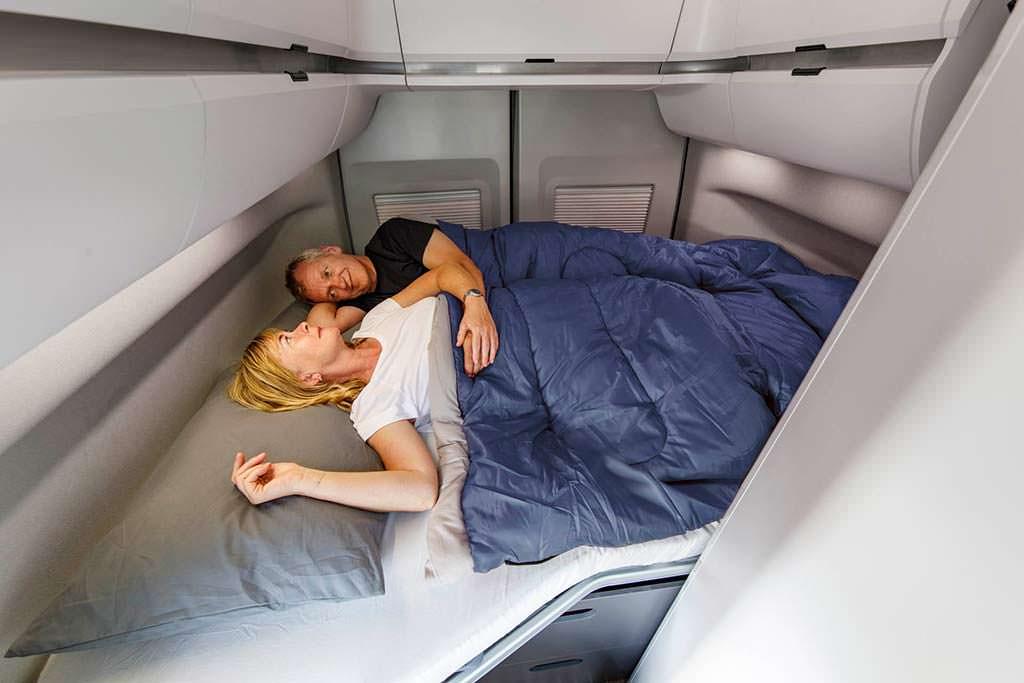 Двуспальная кровать в кемпере Volkswagen Grand California