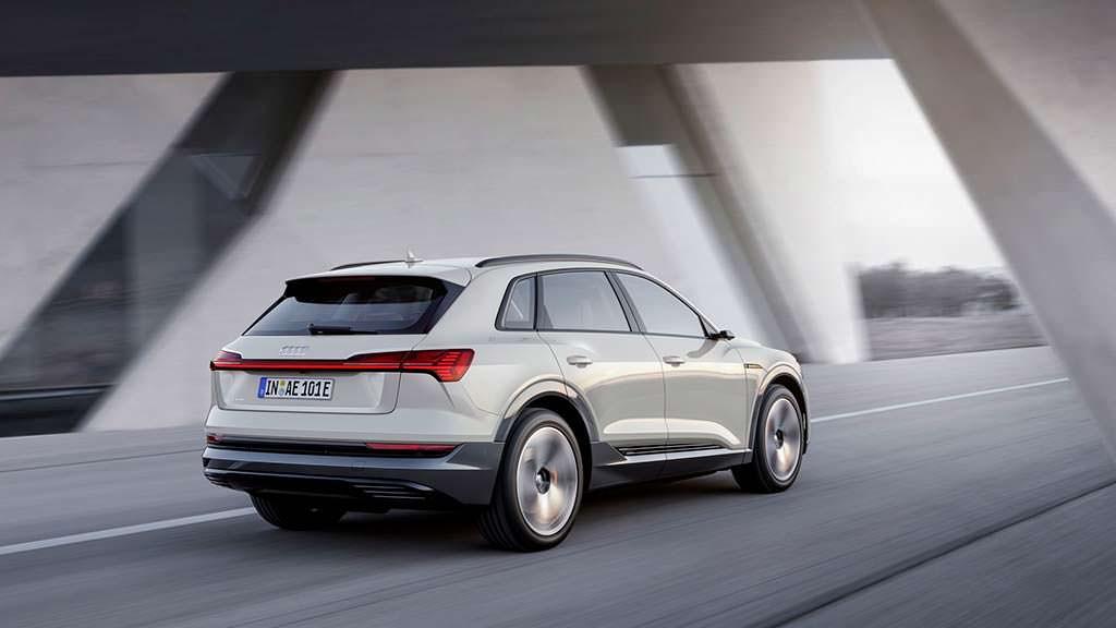 Серийный электромобиль Audi e-tron