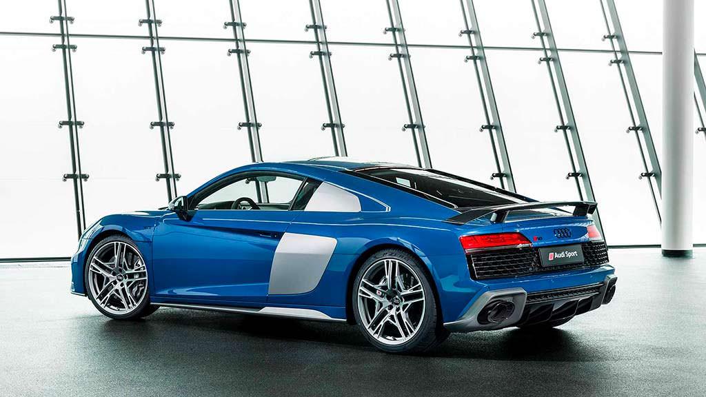 Обновленная Audi R8