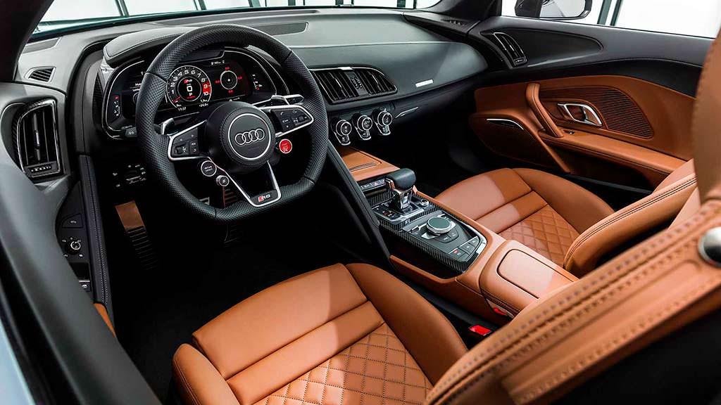 Салон Audi R8 Spyder 2019 года