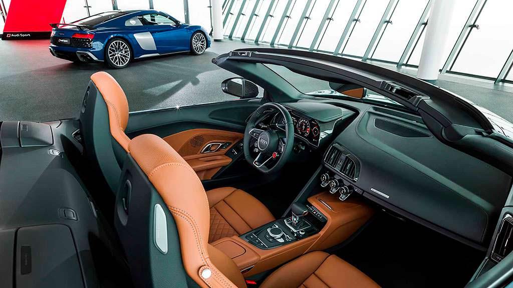 Фото внутри Audi R8 Spyder 2019 года