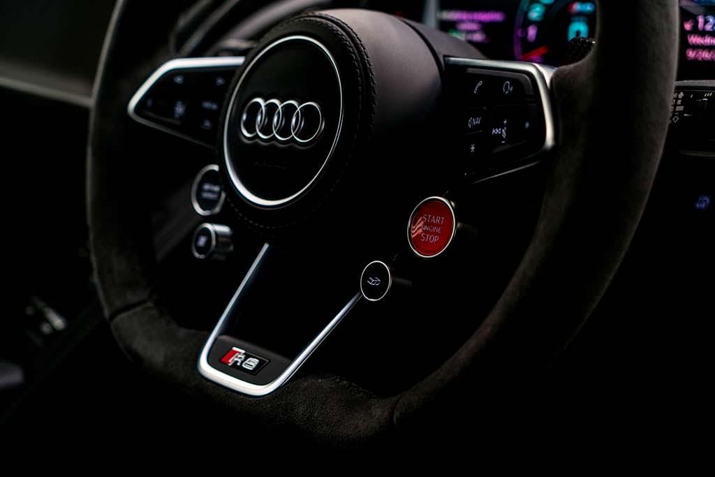 Руль в отделке из алькантары Audi R8 V10 Plus Coupe Competition