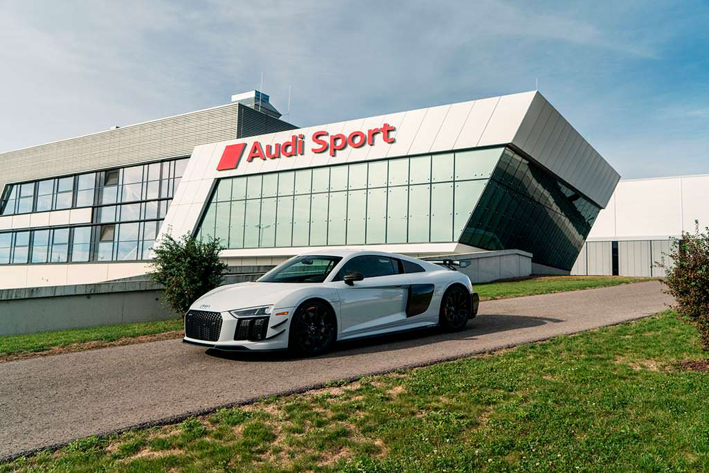 Суперкар Audi R8 V10 Plus Coupe Competition