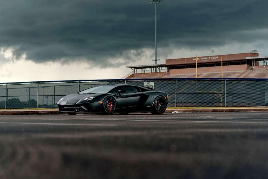 Суперкар Lamborghini Aventador S на дисках ADV.1 Wheels