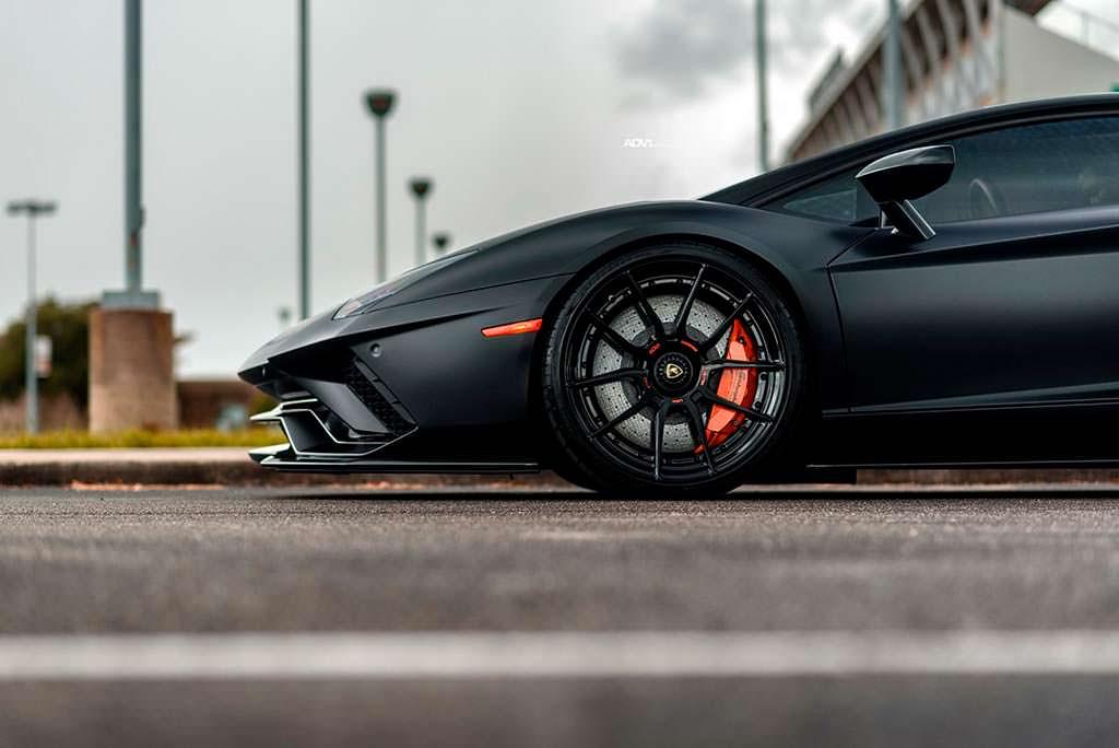 Суперкар Lamborghini Aventador S. Колеса ADV.1 на 20-дюймов