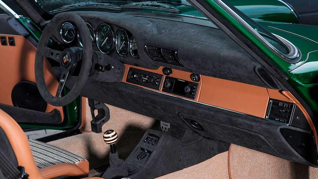 Фото внутри Porsche 911 964 Carrera 2 The Speed Irishman