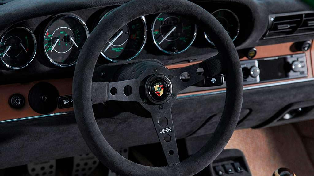 Руль Momo Prototipo в Porsche 911 964 Carrera 2