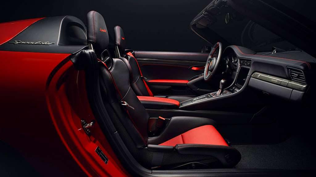 Фото внутри Porsche 911 Speedster 2018