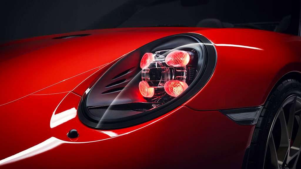 Красные фары Porsche 911 Speedster 2018