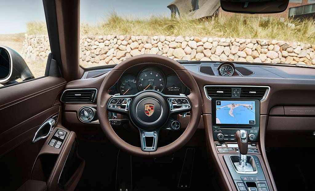 Фото салона Porsche 911 Targa 4 GTS Exclusive Manufaktur Edition