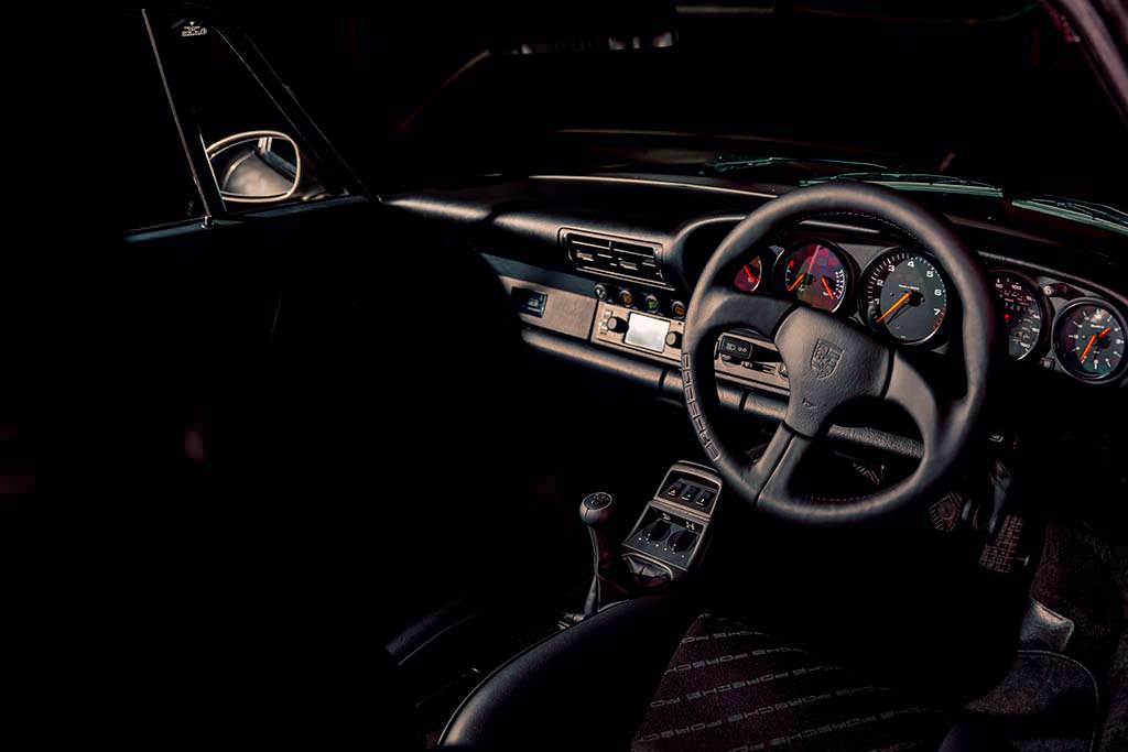Праворульная Porsche 964. Реставрация от Porsche Classic