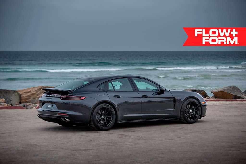 Новая Porsche Panamera 4S на колесных дисках HRE FF04