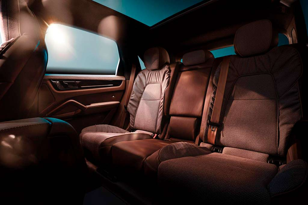 Задний диван Porsche Cayenne Turbo от TechArt и Rolf Benz