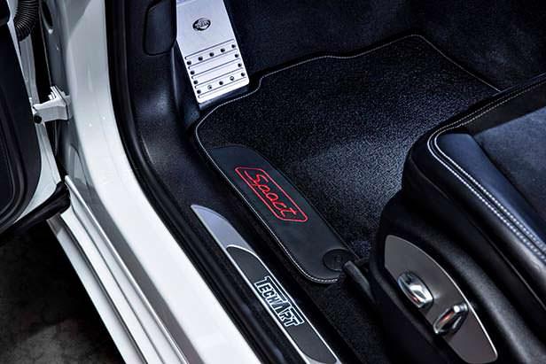 Дверные пороги Porsche Macan Sport с логотипом TechArt