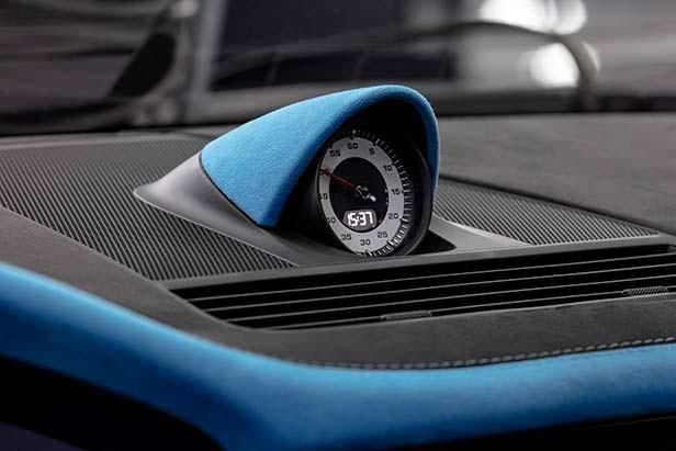 Хронометр на приборной панели Porsche Panamera Sport Turismo